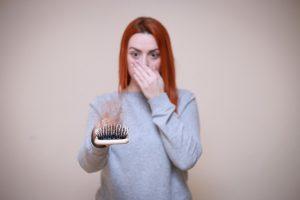 האם יש קשר בין כושר גופני לבריאות השיער?